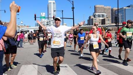 Bret Parker runs in the Chicago Marathon in