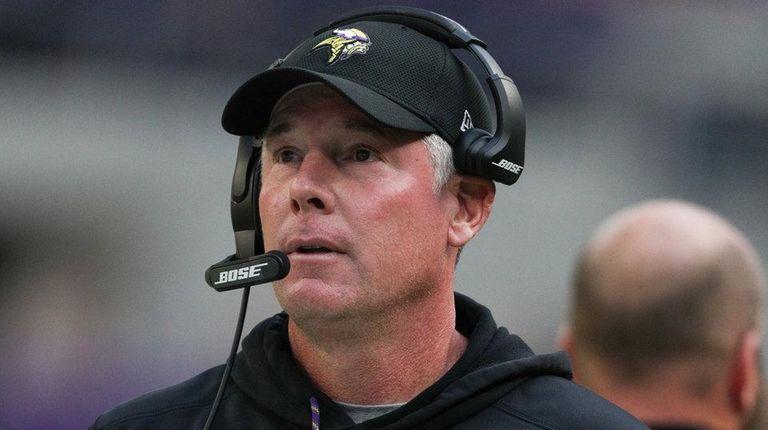 Minnesota Vikings offensive coordinator Pat Shurmur watches from