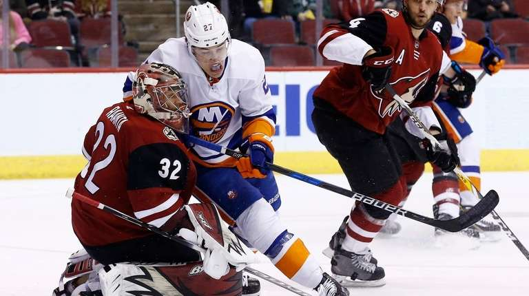 New York Islanders left wing Anders Lee (27)