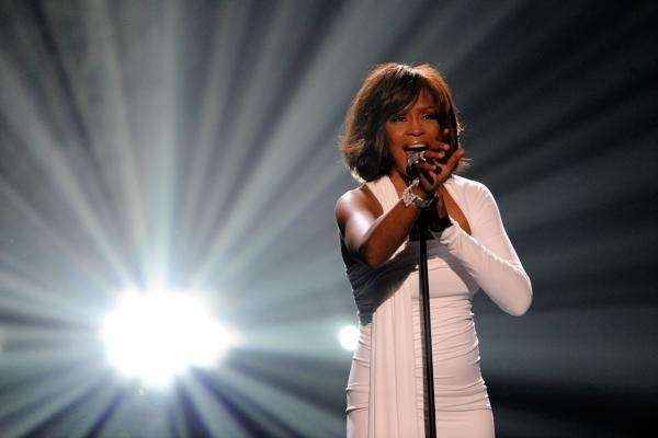 Whitney Houston accepts the International Artist of the