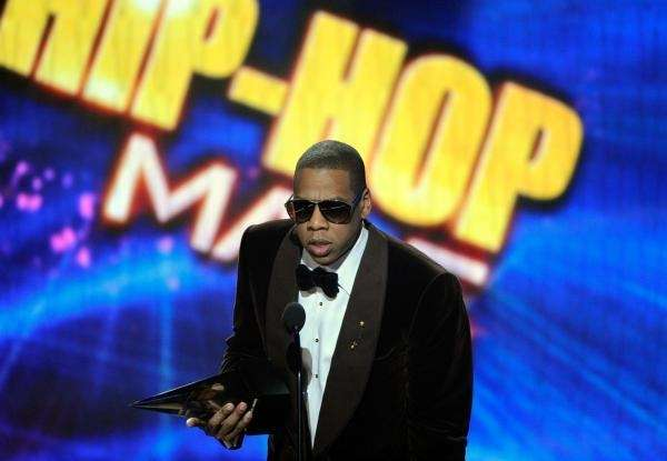 Jay Z accepts the rap/hip-hop favorite male artist