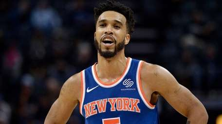 Knicks guard Courtney Lee reacts after receiving a
