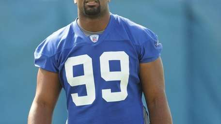 Chris Canty practices during mini camp in 2009.