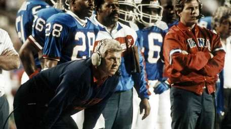 Giants head coach Bill Parcells, left, and defensive