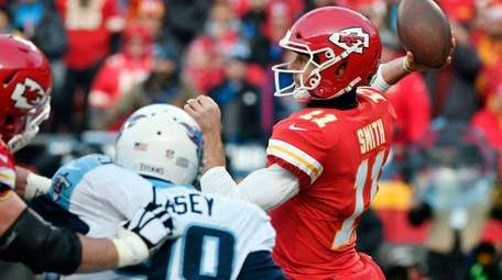 Kansas City Chiefs quarterback Alex Smith throws a