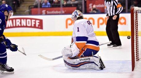 Maple Leafs defenseman Travis Dermott scores past Islanders