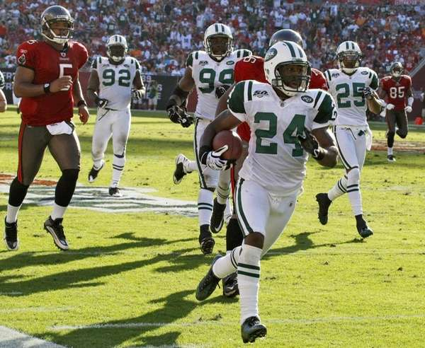 New York Jets cornerback Darrelle Revis (24) runs