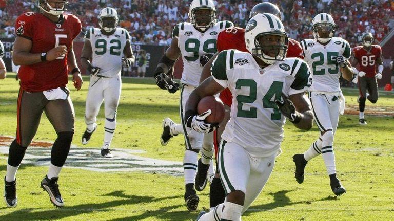 New York Jets cornerback Darrelle Revis (24) runs