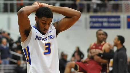 Justin Wright-Foreman of Hofstra reacts after a heartbreaking