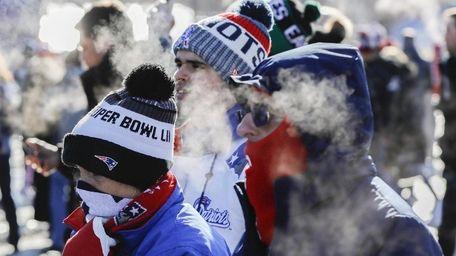 New England Patriots fans arrive in subfreezing temperatures