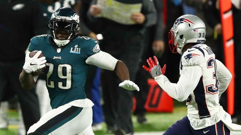 e145a773b LeGarrette Blount  29 of the Philadelphia Eagles carries
