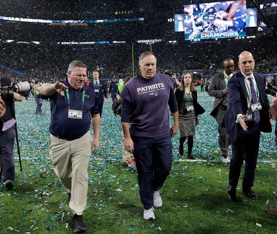 New England Patriots head coach Bill Belichick, center,