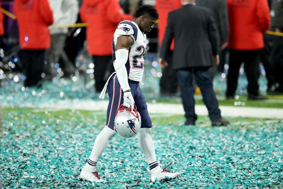 Johnson Bademosi #29 of the New England Patriots