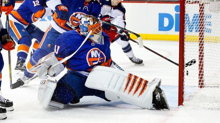 Islanders goalie Jaroslav Halak makes a save in