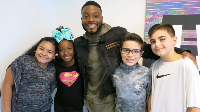 Actor Kel Mitchell with Kidsday reporters, from left,