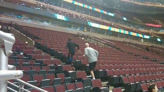 Nate Robinson runs the arena in Chicago