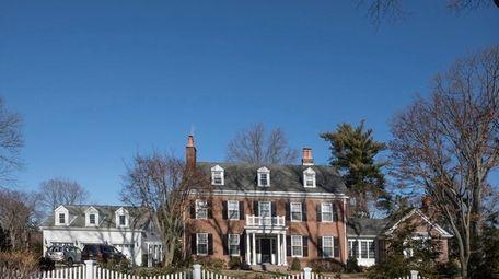 House at 1 St. Andrews Lane in Glen