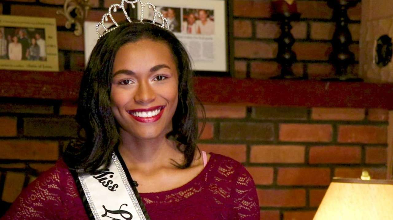 Miss Long Island Teen 2018 Alexa Cox is