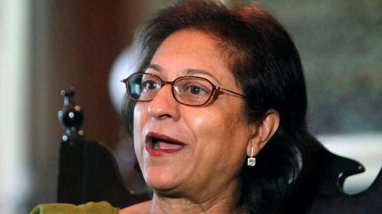 Pakistani human rights activist Asma Jehangir speaks to