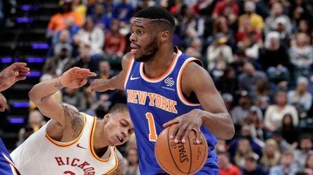 Knicks guard Emmanuel Mudiay (1) drives past Indiana