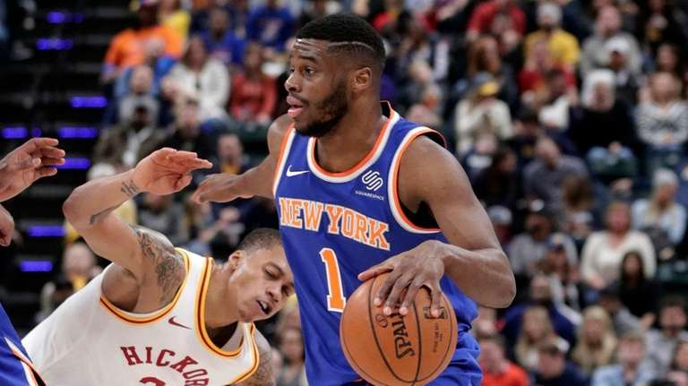 Knicks guard Emmanuel Mudiay (1) drives past Indiana