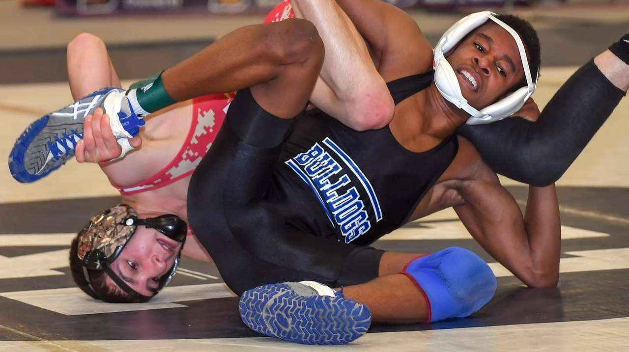 North Babylon's Sean Carter upsets Half Hollow Hills