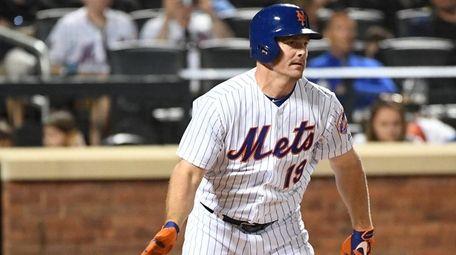 New York Mets right fielder Jay Bruce singles