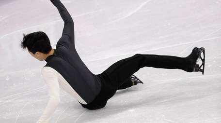 Nathan Chen falls while performing in the men's