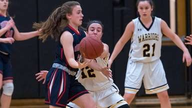 Southside's #21 Erin McElwain and Wantagh's #12 Caitlin