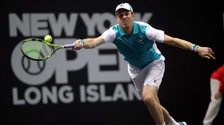 Sam Querrey with the running forehand return against