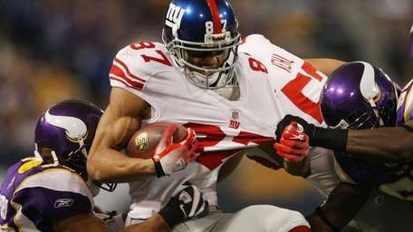Giants receiver Domenik Hixon is brought down by