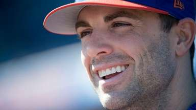 Mets third baseman David Wright talks to reporters