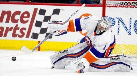 Islanders goaltender Thomas Greiss blocks a shot from