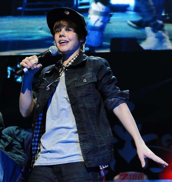 Justin Bieber performs at the Z-100 Jingle Ball