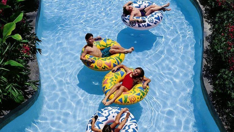 2008 -- Paradise Island, BAHAMAS -- A family