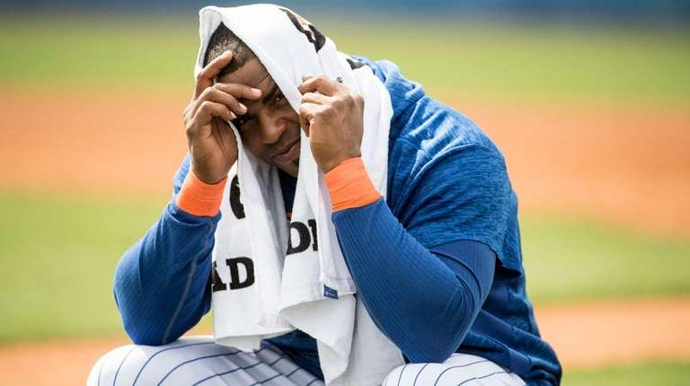 Mets outfielder Yoenis Cespedes gets ready for batting