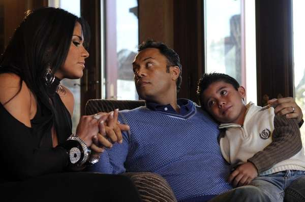 Roberto Alomar, center, along with his wife, Maria,