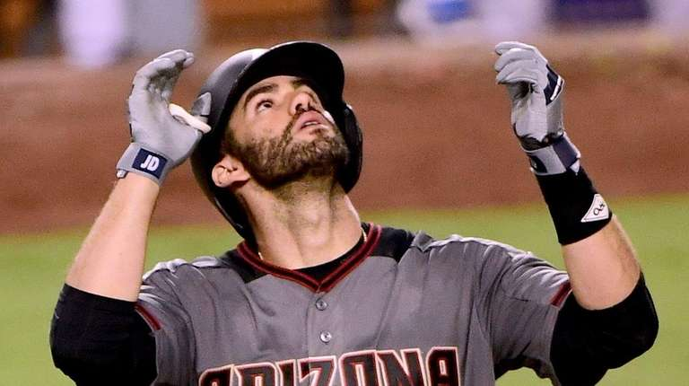 Former D-backs outfielder JD Martinez agrees to deal with Boston