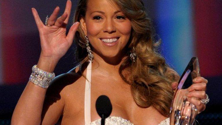 Singer Mariah Carey accepts the favorite R&B artist