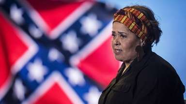 Anna Deavere Smith brings her acclaimed one-woman show