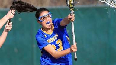 Hofstra's Alexa Mattera scores against host Wagner on
