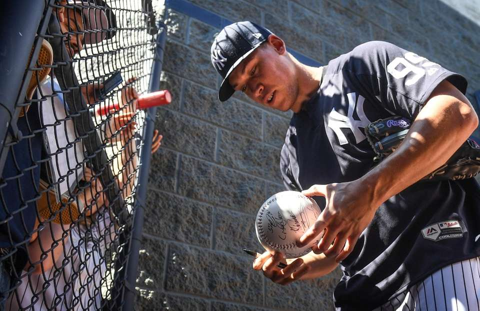New York Yankees Aaron Judge signs autographs for