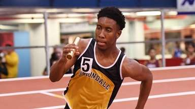 Christopher Borzor of Uniondale running the anchor of