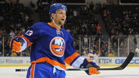 New York Islanders center Rob Schremp (13) celebrates