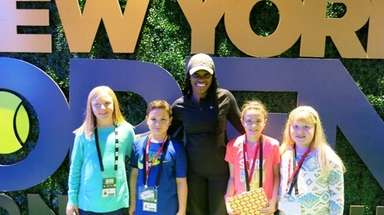 Tennis player Sloane Stephens with Kidsday reporters, from