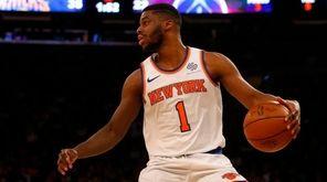 Knicks point guard Emmanuel Mudiay controls the ball