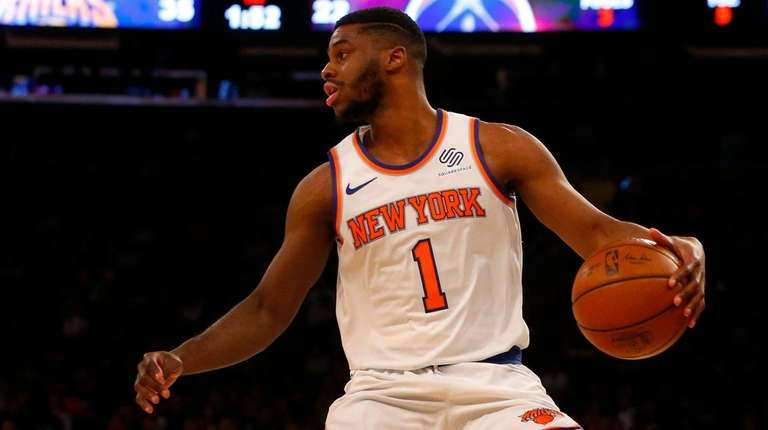 Knicks point guard Emmanuel Mudiay controls the ball