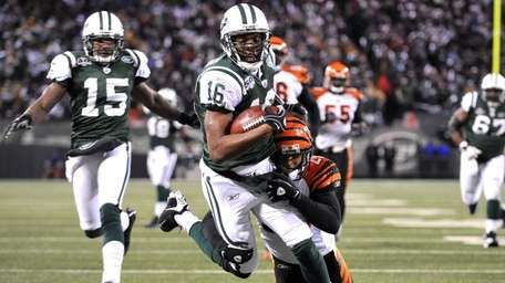 The New York Jets' Brad Smith (16) scores