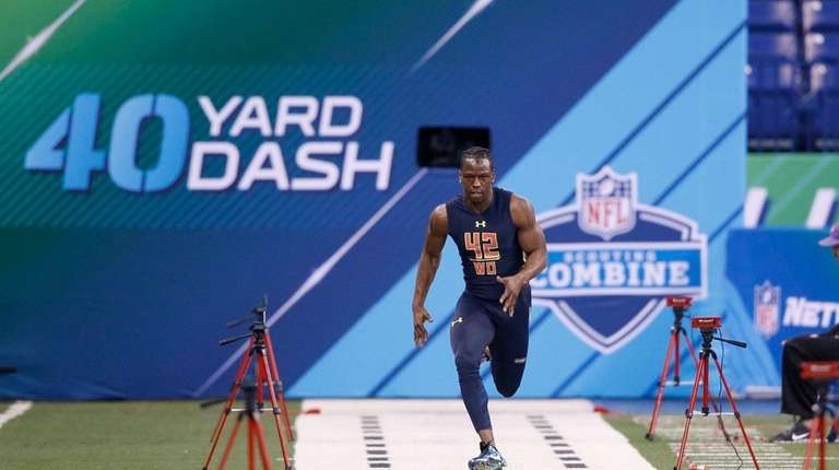 John Ross of Washington runs the 40-yard dash