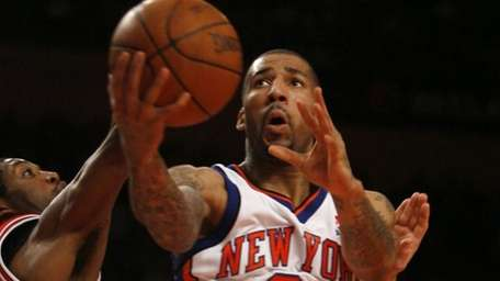 New York Knicks' Wilson Chandler (21) goes to